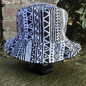 Other - Reversible Black/White 90's Pattern Bucket Hat